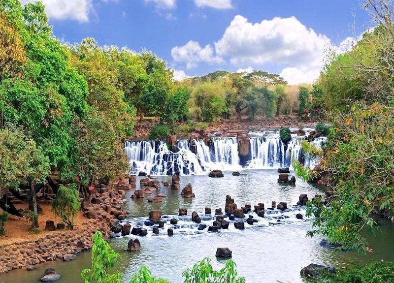 Vẻ đẹp tuyệt mỹ của thác Giang Điền.