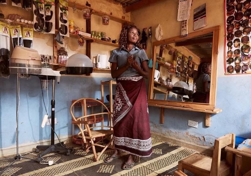 Chrissy Masala thừa nhận cô quan hệ tình dục với ngư dân đổi lấy cá rồi đem bán ở các chợ (Ảnh: Julia Gunther).