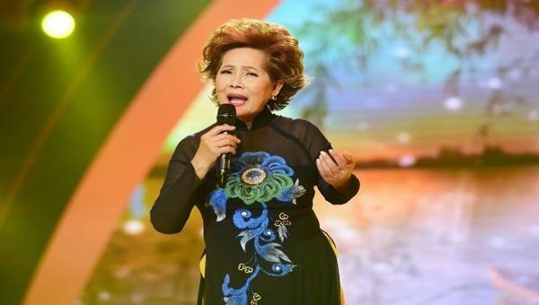 Ở tuổi 74, danh ca Phương Dung vẫn miệt mài làm show từ thiện.
