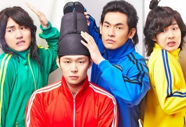 Park Yoochun (thứ 2 trái sang) trong một poster quảng cáo.