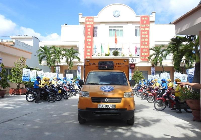 Bảo hiểm xã hội tỉnh Tiền Giang trong đợt ra quân hưởng ứng ngày BHYT.