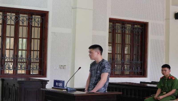 Bị cáo Nguyễn Đình Hòa tại tòa.