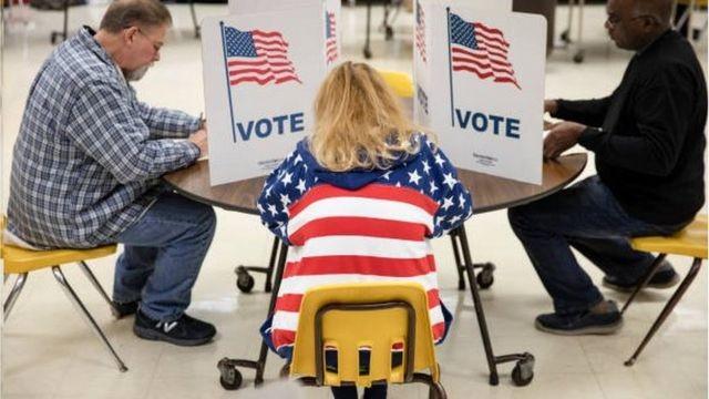 Nhiều vấn đề lớn được đưa ra tranh cãi, trong đó có cả nội dung gian lận bầu cử.