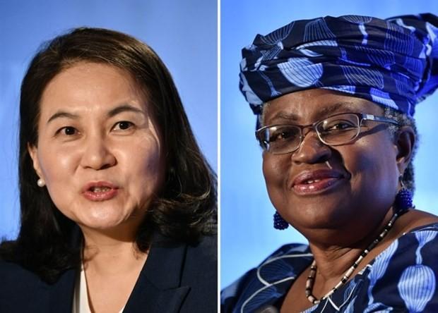 Hai nữ ứng viên Ngozi Okonjo-Iweala (Nigeria, bên phải) và Yoo Myung-hee (Hàn Quốc).
