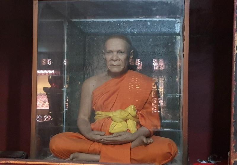 Bức tượng sáp được cho là giống Hòa thượng Thích Bình Lương.