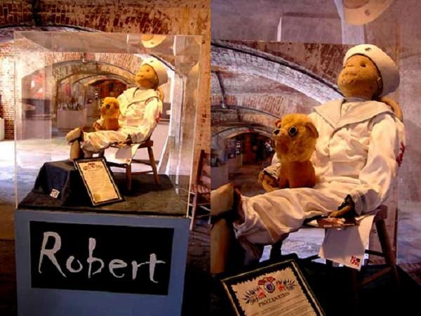 Búp bê Robert còn gọi là búp bê ma ám ở Mỹ.