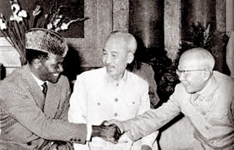 Chủ tịch Hồ Chí Minh, Phó Chủ tịch Tôn Đức Thắng tiếp Tổng thống nước Cộng hòa Guinea Ahmed Sékou Touré vào năm 1960. (Ảnh tư liệu).