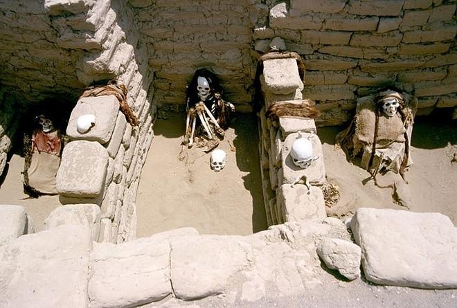 Những bộ hài cốt khô ở khu nghĩa địa Nazca.