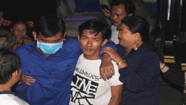Ngư dân Võ Văn Hoài may mắn được trở về trong vòng tay người thân.