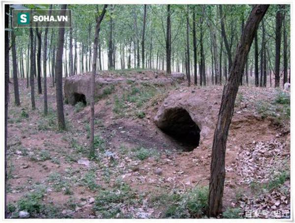 Tại Trung Quốc hiện nay vẫn còn dấu tích ít ỏi của hủ tục chôn người già ở vài nơi.