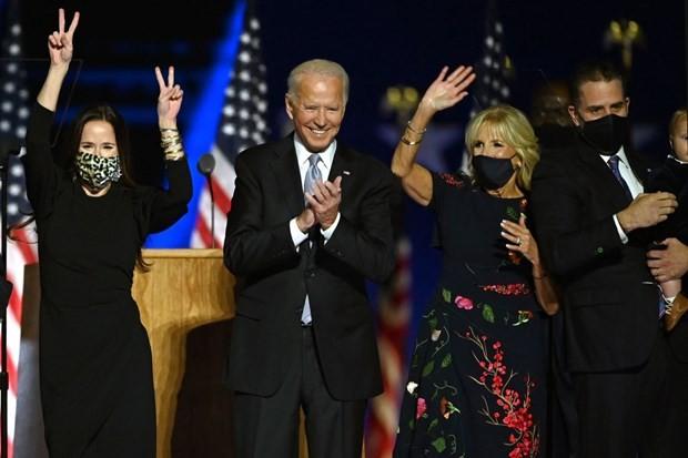 Ông Joe Biden cùng vợ và hai con ăn mừng chiến thắng tại Wilmington, Delaware.