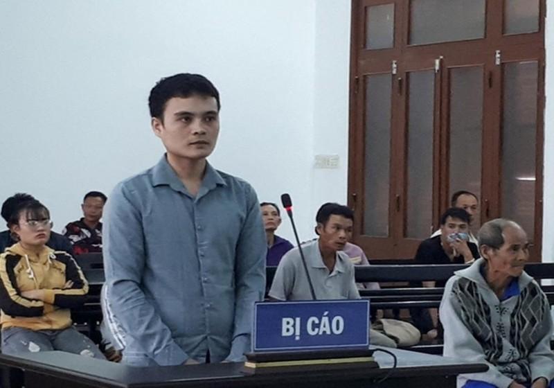 Bị cáo Đoàn Công Minh tại phiên tòa xét xử.
