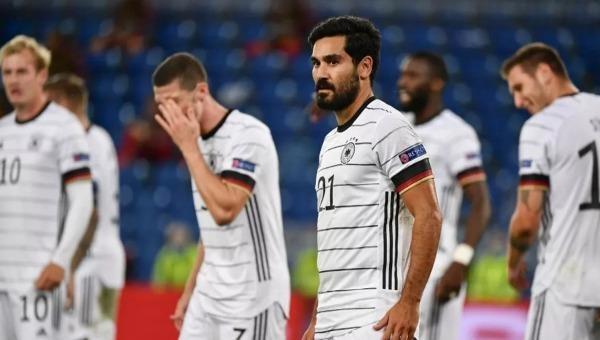 Đội tuyển Đức bây giờ là một tập thể trẻ nhưng thiếu bản sắc.