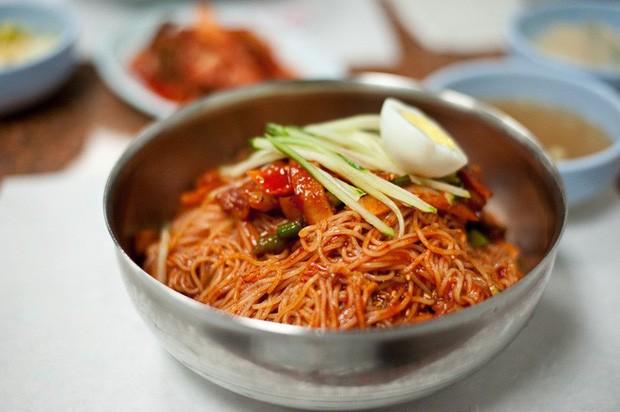 """Mì lạnh Hàn Quốc- Món ăn dùng """"đá lạnh"""" độc nhất vô nhị trên thế giới"""