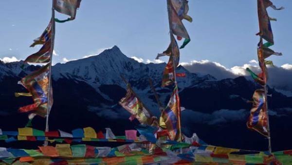 Vùng núi tuyết linh thiêng Mai Lý.