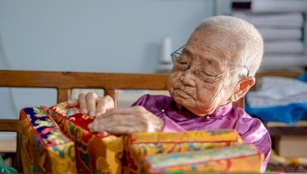 Vị Công Tôn Nữ cuối cùng của triều Nguyễn lưu truyền nghề làm gối dựa cung đình