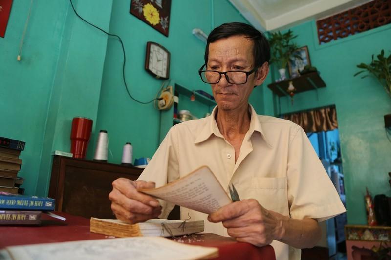 Ông Võ Văn Rạng là người cuối cùng hành nghề đóng, sửa sách cũ ở Sài Gòn.