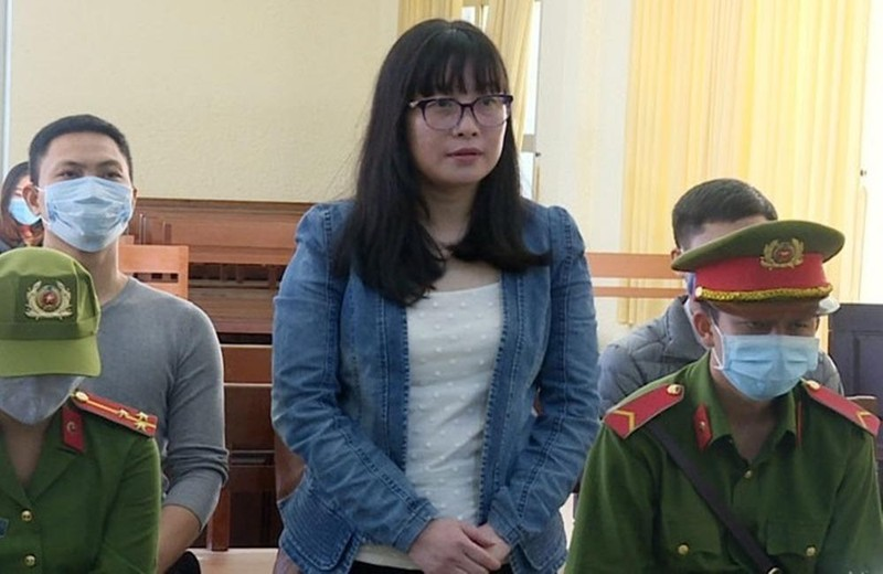 Bị cáo Bùi Thị Anh Thư tại phiên tòa xét xử.