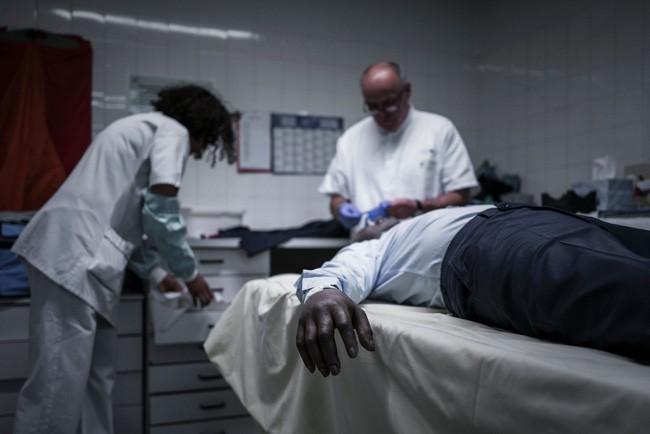 """Nỗi niềm """"Tay quỷ tâm Phật"""" và góc khuất nghề pháp y - (Kỳ 6): Sự thật rợn người phía sau 46 vết thương trên đầu nam sinh"""