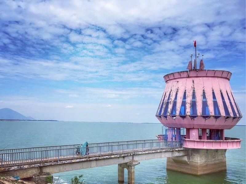 Hồ Dầu Tiếng là công trình thủy lợi nhân tạo lớn nhất Đông Nam Á.