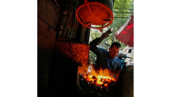 Người thợ cuối cùng còn đỏ lửa quai búa ở phố Lò Rèn