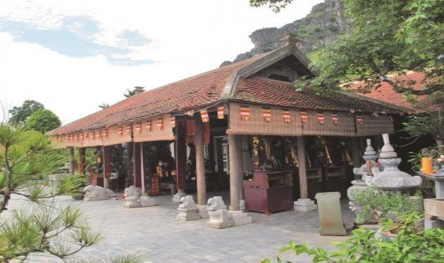 Pho tượng chân thực hiếm có về vẻ đẹp của Hoàng hậu Trịnh Thị Ngọc Trúc