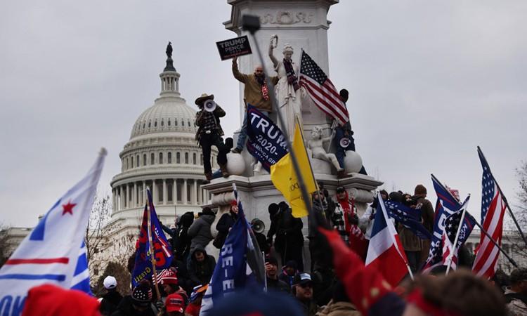 Người ủng hộ ông Trump tập trung bên ngoài tòa nhà Quốc hội ở Thủ đô Washington hôm 6/1.