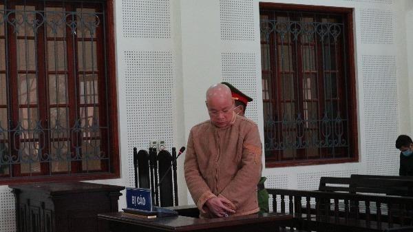 Với 2 tội mua bán người và tàng trữ trái phép vũ khí quân dụng, Nguyễn Văn Hùng lĩnh án chung thân.