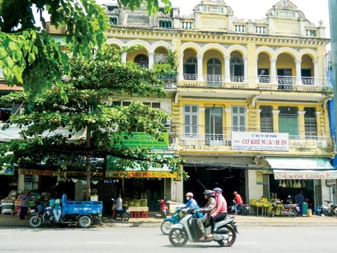 Một dãy phố ở Chợ Lớn tương truyền trước kia là của Bá hộ Định.