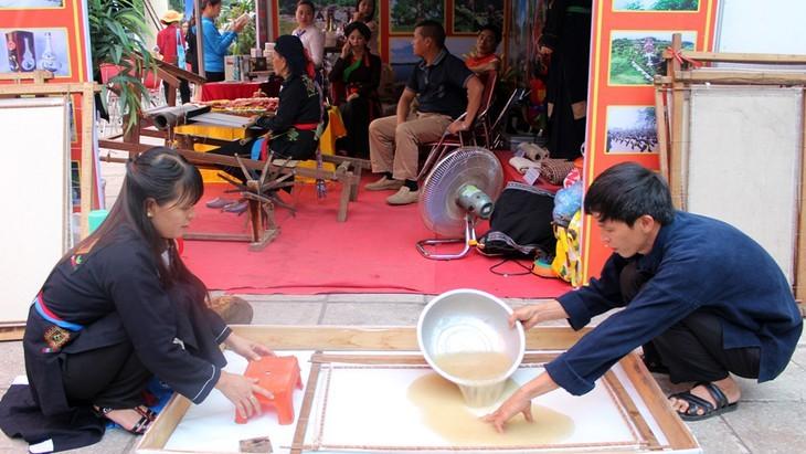 Những gia đình cuối cùng ở Khe Nhè giữ nghề làm giấy dó của đồng bào Cao Lan