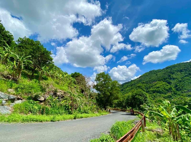 Thung lũng Ma Thiên Lãnh: Mãng xà khổng lồ xuống núi rượt chó, bắt gà khiến người dân sởn gai ốc