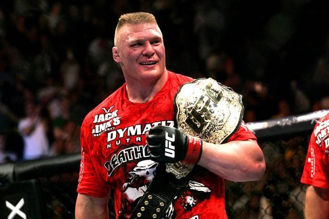 """Vì sao Brock Lesnar được mệnh danh """"quái vật sàn đấu""""?"""