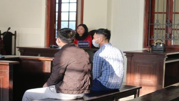 Bị cáo Mạch Lộc Chiến và Nguyễn Văn Thành hầu tòa.