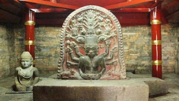 Bức tượng phù điêu đầy huyền bí vị vua Pô Rômê.