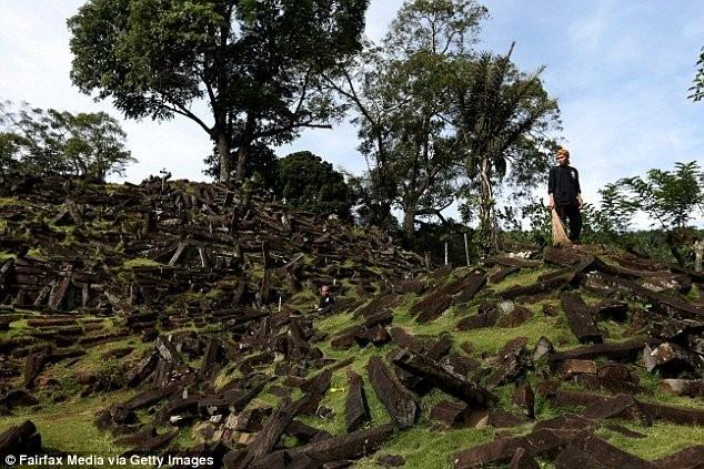 Bí ẩn kim tự tháp 28 ngàn năm tuổi ở Indonesia