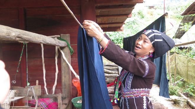 Rực rỡ nét văn hóa trên từng sợi vải thổ cẩm của đồng bào Lự