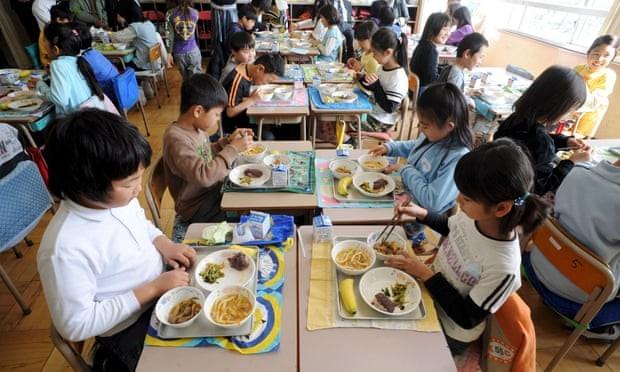 Dinh dưỡng là một trong những yếu tố quan trọng giúp người Nhật cải thiện chiều cao.