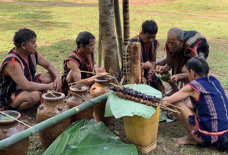 Lễ cúng nước giọt là nét văn hóa truyền thống của nhiều dân tộc thiểu số ở Tây Nguyên.