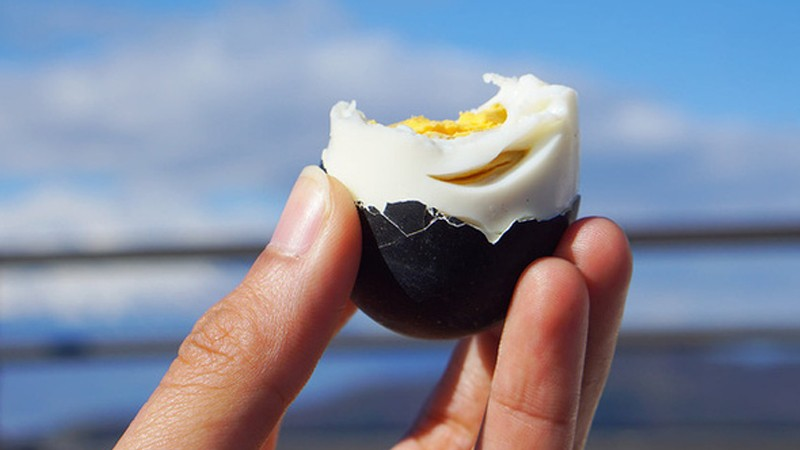 Trứng đen trường thọ của Nhật Bản.