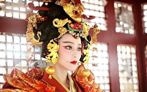 Võ Tắc Thiên bước lên ngai vị Nữ hoàng lập ra nhà Chu (ảnh minh họa).