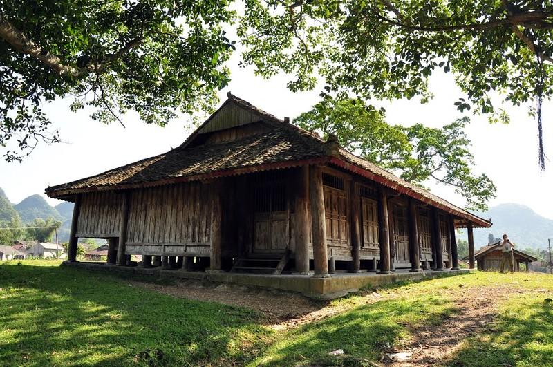 Đình Nông Lục là sự kết hợp giữa kiến trúc đình, chùa truyền thống của Đồng bằng Bắc Bộ và kiến trúc nhà sàn truyền thống của dân tộc Tày.