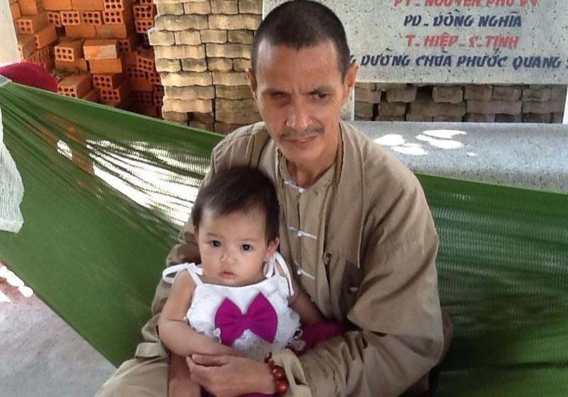 Hơn 30 năm qua, sư thầy Hạnh Khiết cưu mang gần 50 đứa trẻ bất hạnh.