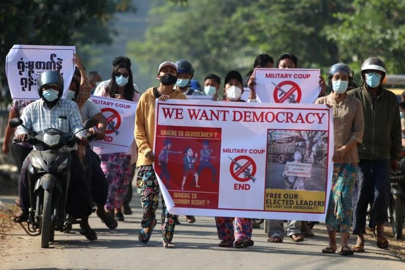 """Người dân Myanmar lao đao vì cắt điện toàn quốc, ngoại hối bị """"đóng băng"""""""