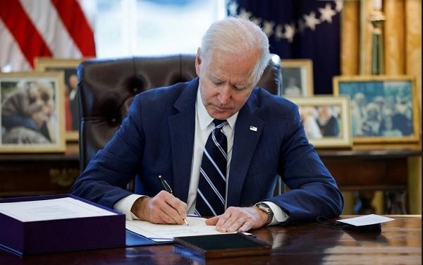 Tổng thống Mỹ Joe Biden vừa ký ban hành gói cứu trợ COVID-19 trị giá đến 1.900 tỷ USD.
