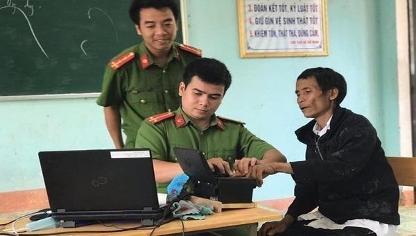 Anh Lang đi làm căn cước công dân.