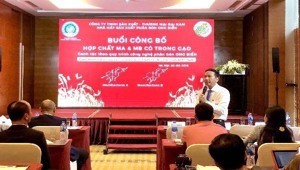 """Ông Trần Ngọc Nam phát biểu trong lễ công bố hợp chất MA & MB có trong gạo """"Thần nông Ong Biển""""."""