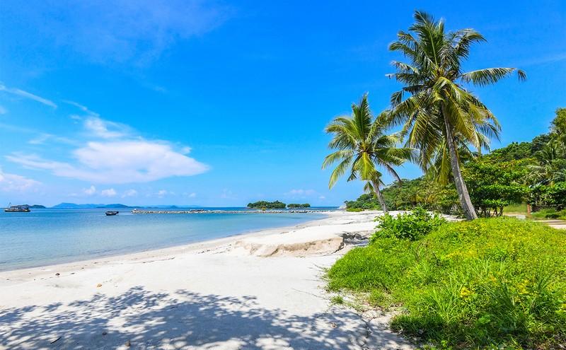 Đảo Hải Tặc thu hút du khách bởi vẻ đẹp hoang sơ.