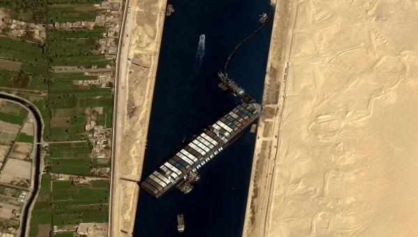 Con tàu bị mắc kẹt khiến kênh đào Suez tê liệt suốt gần 1 tuần.