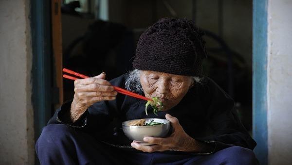 """Nỗi sợ mang tên """"chết trong cô độc"""" của người già Trung Quốc"""