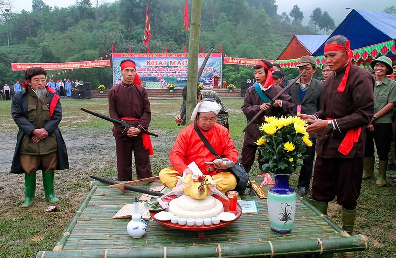 Tín ngưỡng thờ cúng gia tiên của người Mường và người Việt ở Phú Thọ
